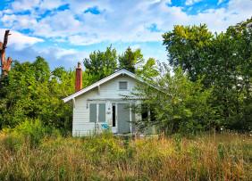 abandoned-home-daniel-tuttle-6M5mUG3LFHk-unsplash-1300w-867h